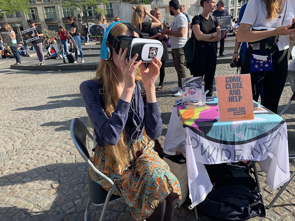 Virtual reality met beelden uit de dierenindustrie tijdens Save Outreach